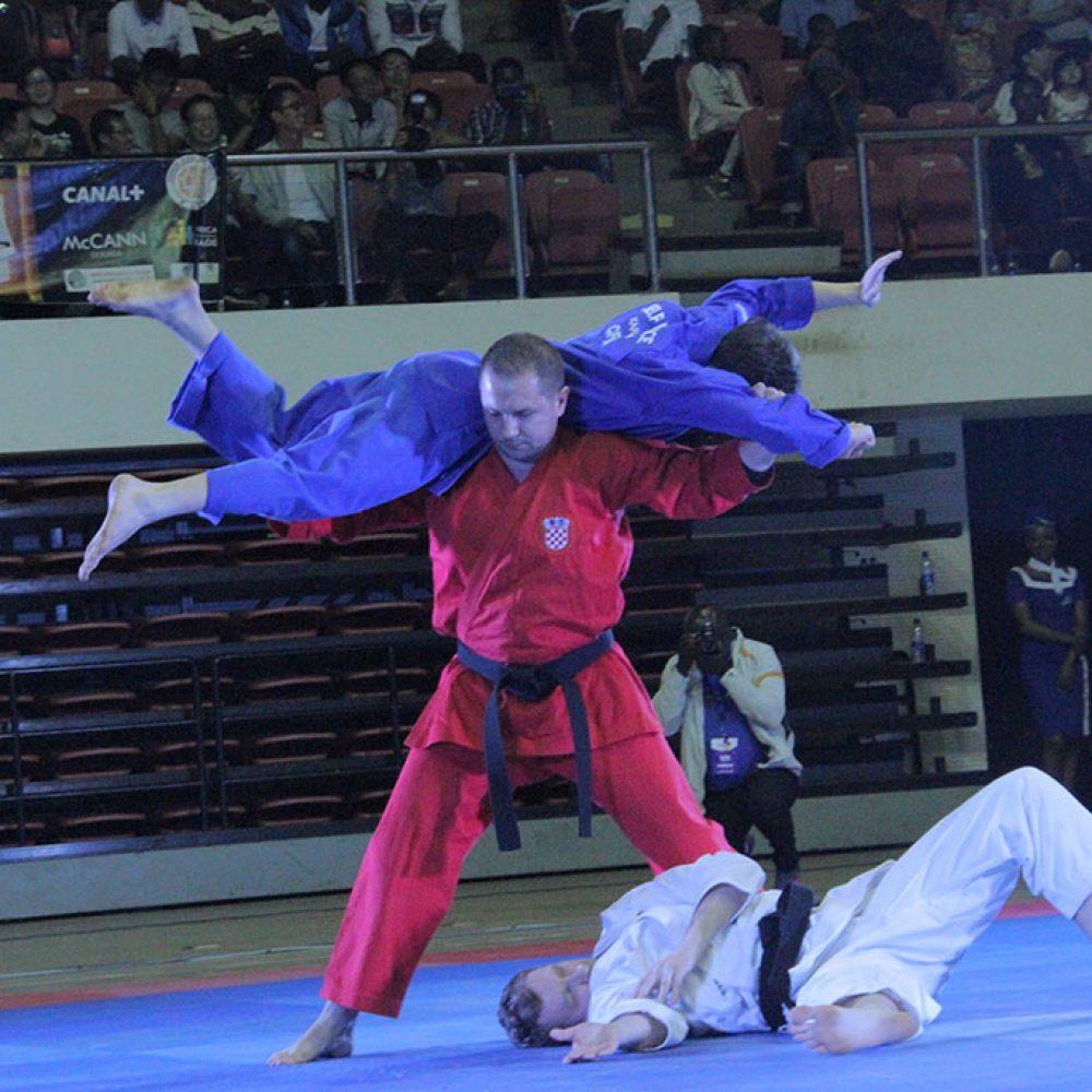 Fenomenalan nastup svjetskih prvaka u demo-self defence disciplini nanbudo kata na 1. Festivalu borilačkih sportova i vještina FADAM, u Kamerunu